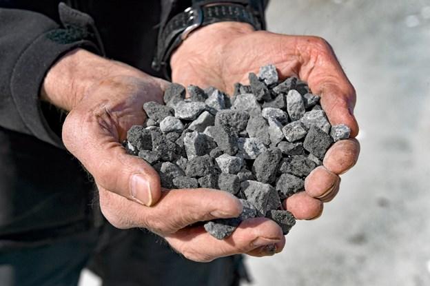 Sort Norith granit 8-16 mm på vej ud i indkørsler, pladser og haver. Foto: Ole Iversen Ole Iversen