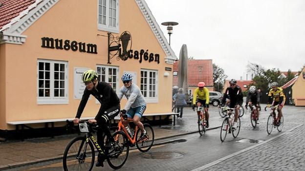 10 tilmeldte deltagere inklusiv Christopher Juul-Jensen startede fra Iscaféen i Skagen. Foto: Peter Jørgensen Peter Jørgensen
