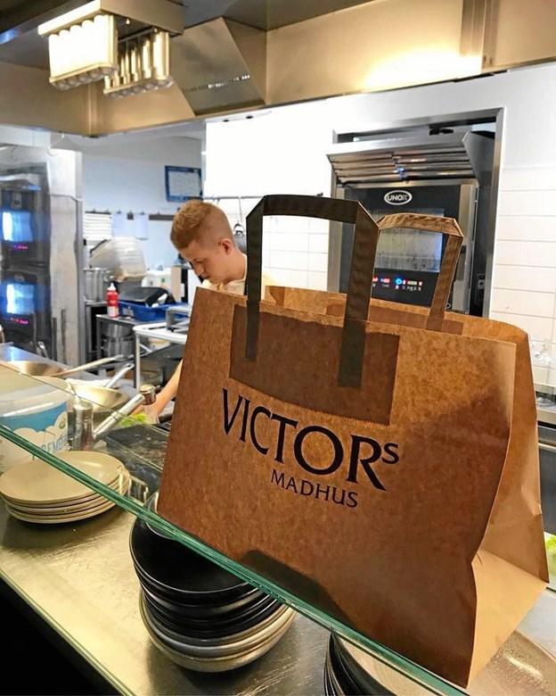 Kokken hos Victors har helt styr på sovsen. Privatfoto