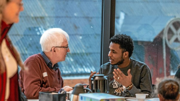 Den danske samtale er i centrum til SPROGcafé. Ny dag og nyt tidspunkt: Hver tirsdag kl. 16-17 på Hjørring Bibliotek fremover. Foto: -