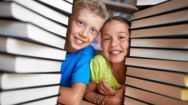 Vil du gerne have mere læsning på familiens dagsorden? Mariagerfjord Bibliotekerne står klar med inspiration og gode bøger for store og små. Foto: privat.