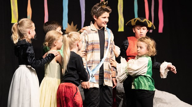 Fredag i uge 28 var der teaterforestilling i BAS, da eleverne på dette års sommerskole spillede Den lille havfrueFoto: Bente Poder