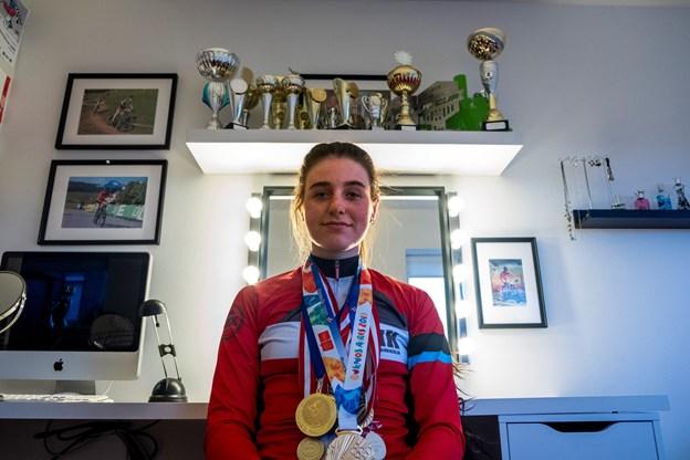 Det er ikke ufarligt at køre på mountainbike. Sofie Heby Pedersen har i denne sæson været nødt til skrue ned for træningen i en hel måned på grund af en hjernerystelse, men er stærkt kommet tilbage, med flotte resultater på trods af skaden. Foto: Lasse Sand