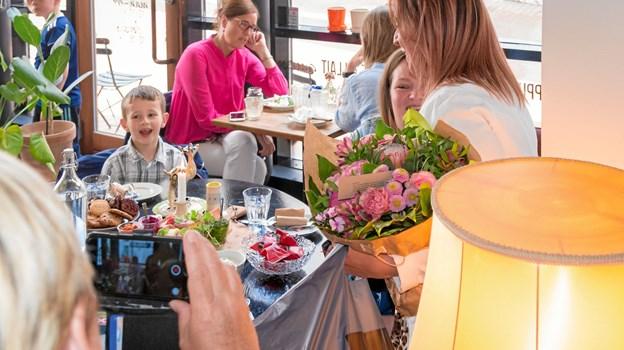 Marcus på syv år var stolt over sin mors sejr. Foto: Aage Møller-Pedersen