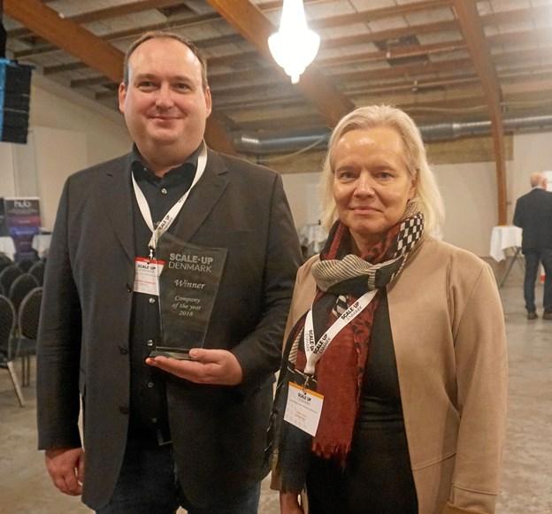 Vinderen Powercon, Allan Holm Jørgensen og administrerende direktør for Scale Up Denmark, Lisbeth Valther. Foto: Niels Husted.