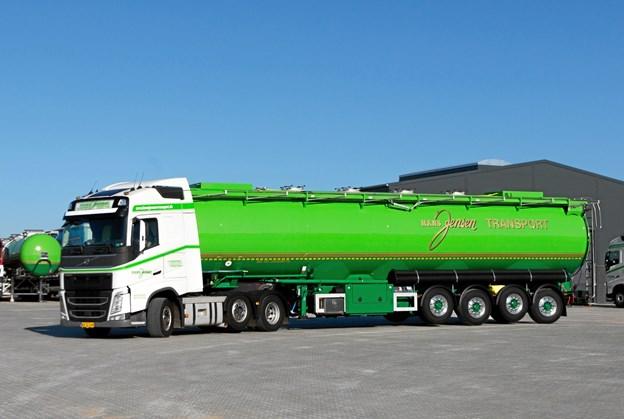 Firmaets lastvognstog tilbagelægger årligt 6.500.000 kilometer om året svarende til at køre til månen 17 gange. Privatfoto