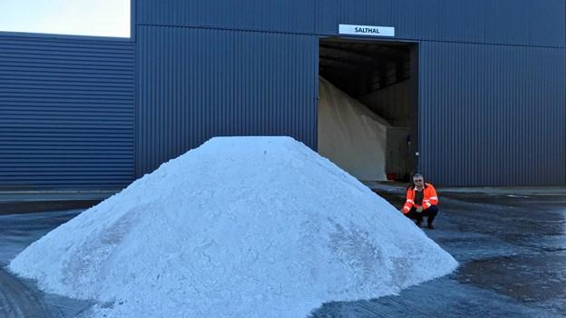 Teamleder Peter Nielsen og mandskabet på materielgården har sikret at laderne er fyldte med salt-