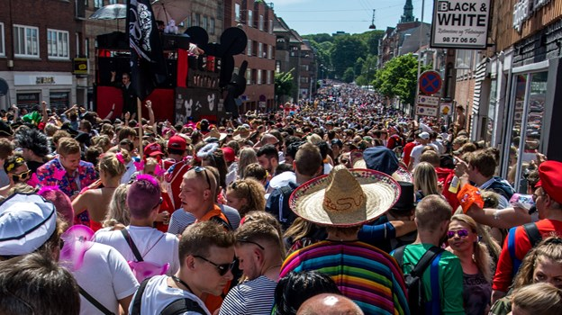 Der vil være mennesker alle vegne, når karnevalet går løs på lørdag. Arkivfoto: Andreas Falck