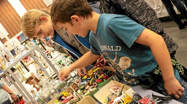 Også de unge kunne finde ældre ting der havde deres interesse. Foto: Peter Jørgensen Peter Jørgensen