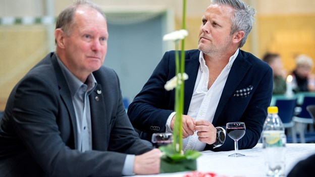 Til venstre cupmanager Per Jeppesen og Raymond Larsen fra Dues Sportsreiser. Foto: Lars Pauli © Lars Pauli