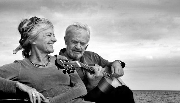 Ægteparret Marianne Harboe og Hans Dal færdes meget på landets hospice, og det har inspireret til en cd om sorg og kærlighed. Foto fra cd-en.