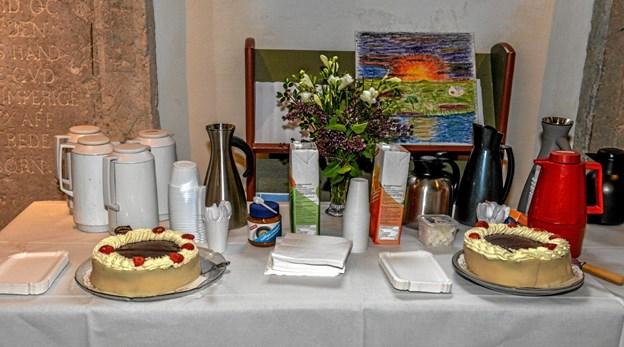 Efter gudstjenesten var der kaffe og lagkage fra Menighedsrådet i våbenhuset. Foto: Mogens Lynge Mogens Lynge