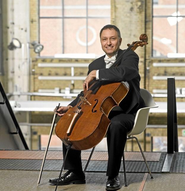 Ian Phillis, solocellist ved Aalborg Symfoniorkester er gæst i Bindslev skærtorsdag. Privatfoto