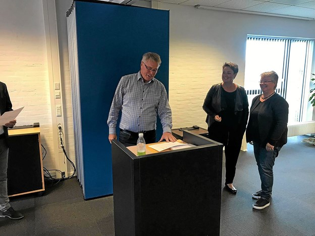 Rikke Lodberg og Pia S. Bjerring fik penge til legeplads. Foto: Privat