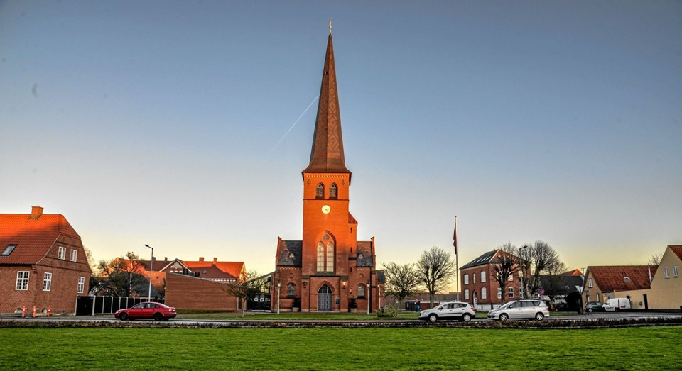 Solen skinnede på den smukke Løgstør Kirke, alt imens der var nytårskoncert i kirken. Foto: Mogens Lynge Mogens Lynge
