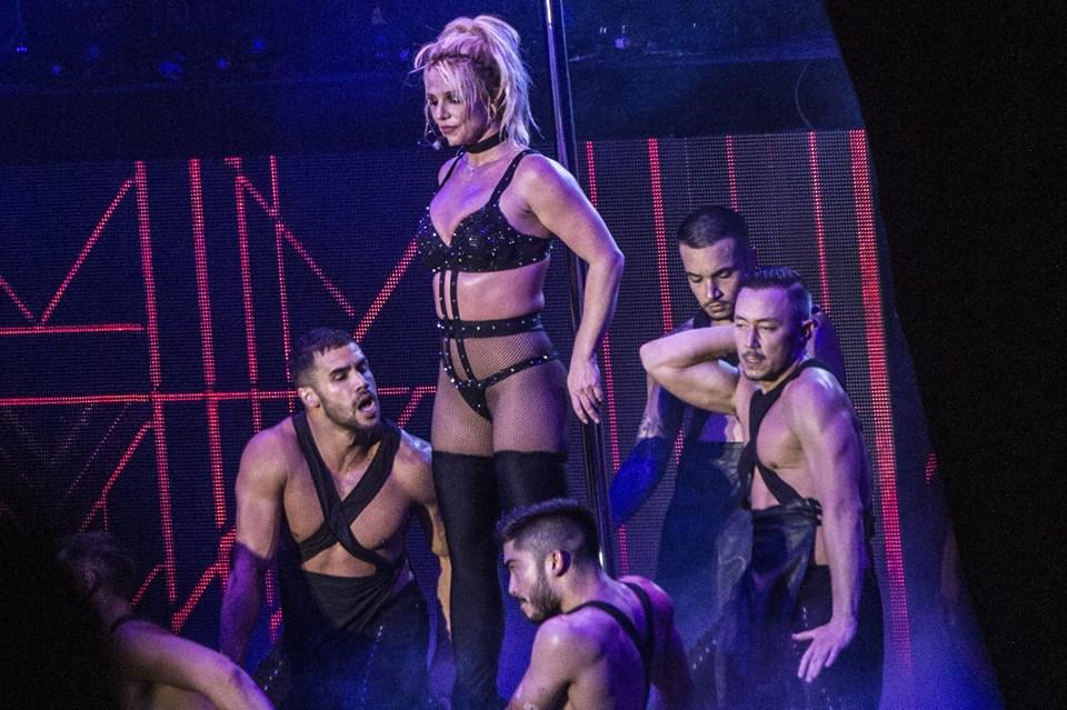 Britney Spears under sin optræden på Smukfest onsdag aften. Koncerten får hård kritik af de danske anmeldere. Foto: Helle Arensbak/Ritzau Scanpix