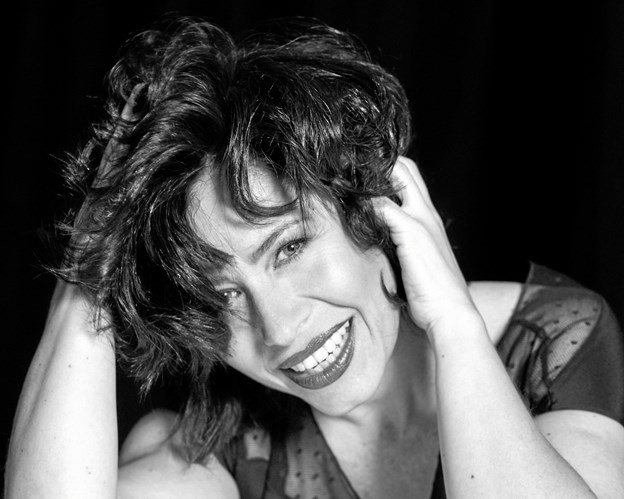 Veronica Mortensen - synger ?13. december som solist med Swingtime Bigband. Pr-foto