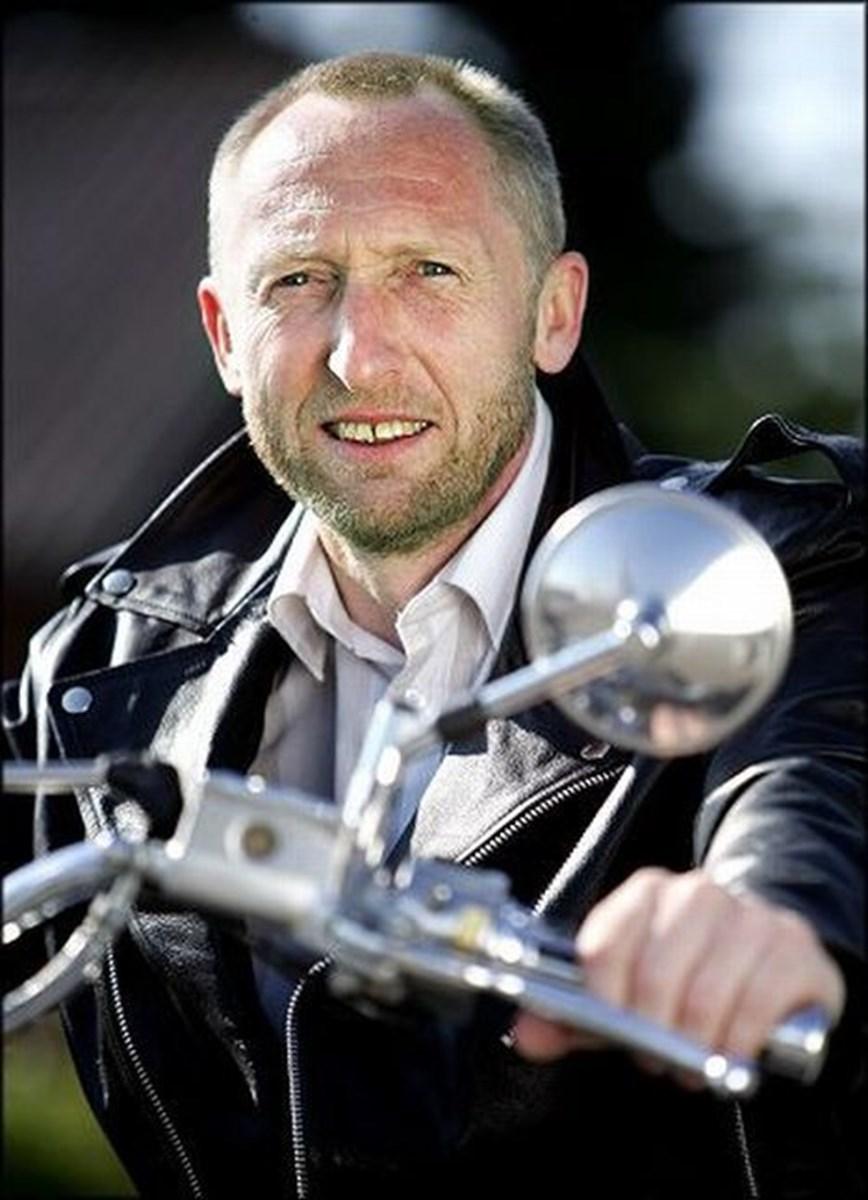Hvis de bare én gang prøvede at køre på motorcykel, så ville de sætte cyklerne i skuret, siger motorcykelentusiasten Mogens Jespersen om sine jævnaldrende på racercyklerne. FOTO: Torben Hansen
