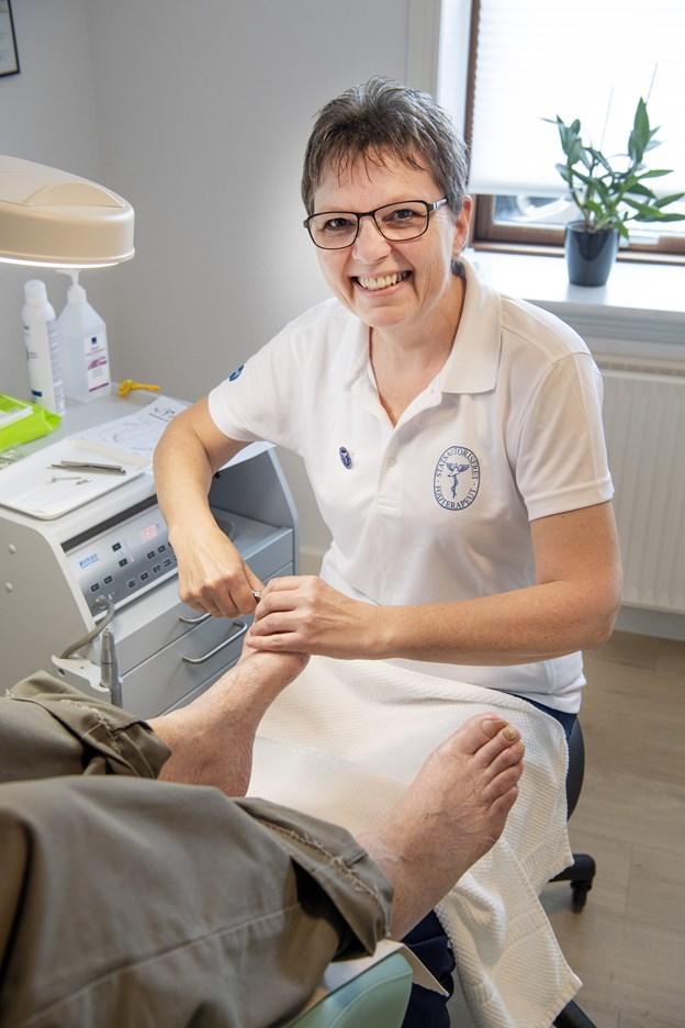 Sanne Thøgersen er netop blevet færdig som statsaut. fodterapeut og har åbnet egen klinik i Hassing. Foto: Peter Mørk Peter Mørk
