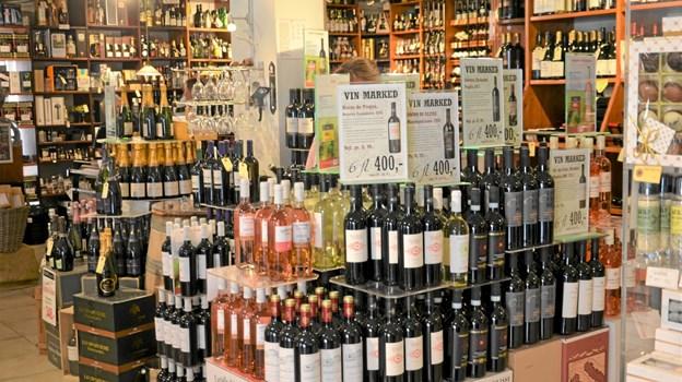 Bisgaard Vin har alt, hvad hjertet begærer af vin, øl, spiritus, chokolade, kaffe, the, krydderier, gavekurve m.v. Mange af vinene importeres fra små, håndplukkede vinhuse, hvilket betyder, at det ikke er vine, du umiddelbart kan finde andre steder. Foto: Jesper Bøss Jesper Bøss