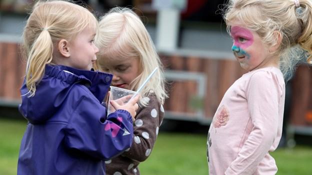 Børnene er en vigtig del af byfesten - og de kan igen i år glæde sig til at feste sammen med deres kammerater, når bogerforeningen slår dørene op til fælles fest for hele byen. Arkivfoto: Henrik Bo © Henrik Bo