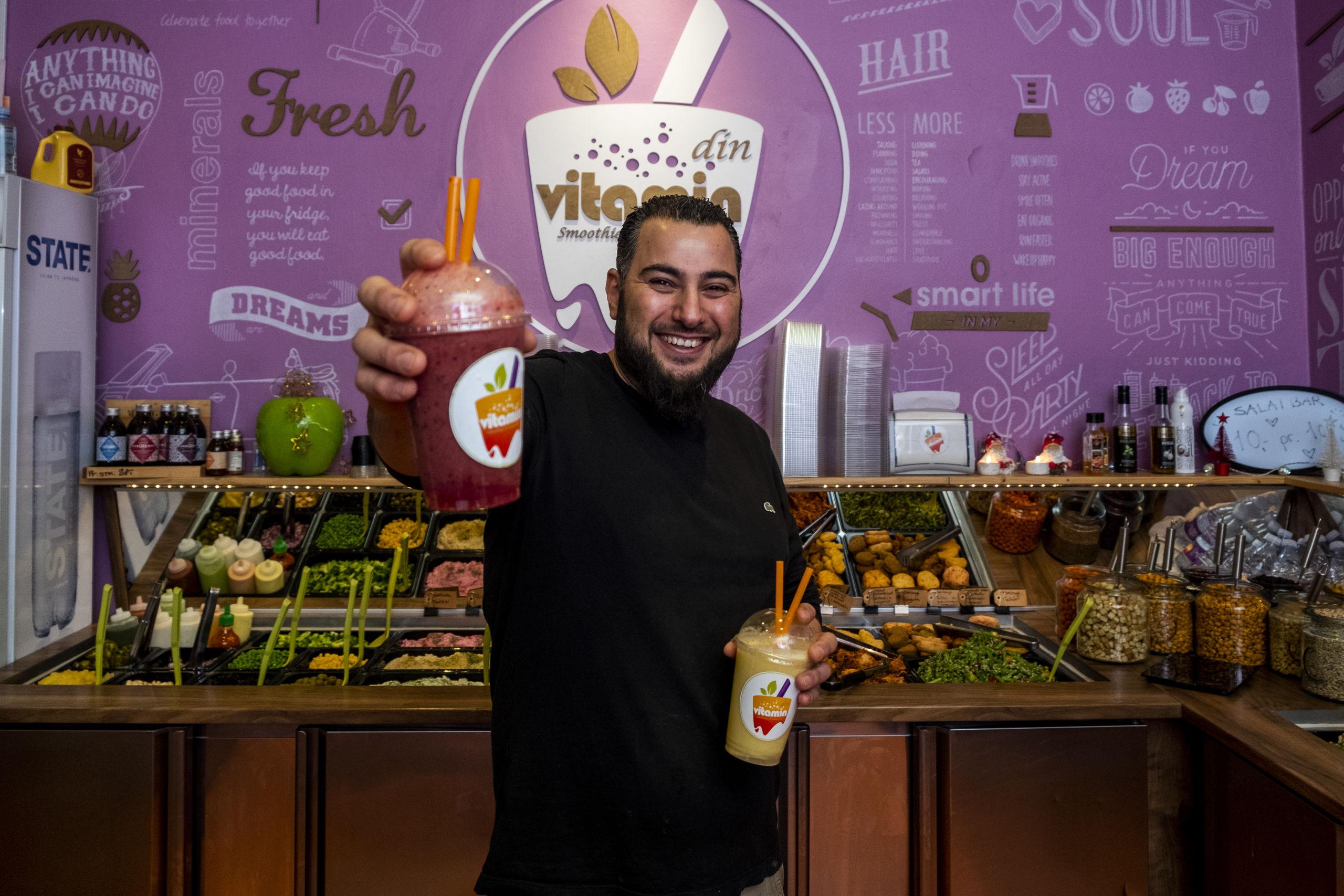 Sameh er køkkenchef hos Din Vitaminbar. Foto: Lasse Sand