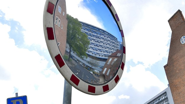 Det kan være noget af en udfordring at finde parkering ved sygehuset, når man har en aftale. Arkivfoto: Jesper Thomasen