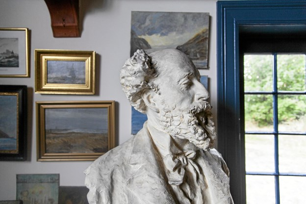 Også Holger Drachmann - her på en buste af billedhuggeren Alice Nordin - tager imod fra 2. april, dog ikke personligt, for digter-kunstneren døde i 1908. Foto: Skagens Kunstmuseer Skagens Kunstmuseer