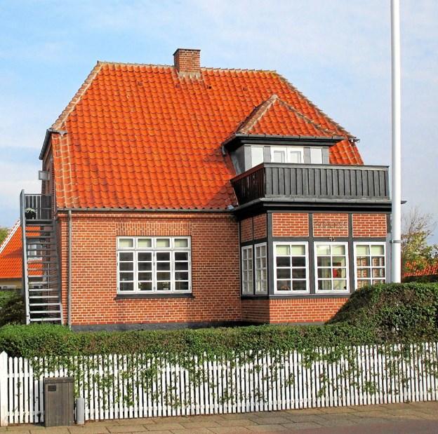 Da fyrpasser Søren Kruse (1867-1941) i starten af 1930'erne trak sig tilbage fra tjenesten, fik han Julius Berg til at tegne huset på Oddevej.
