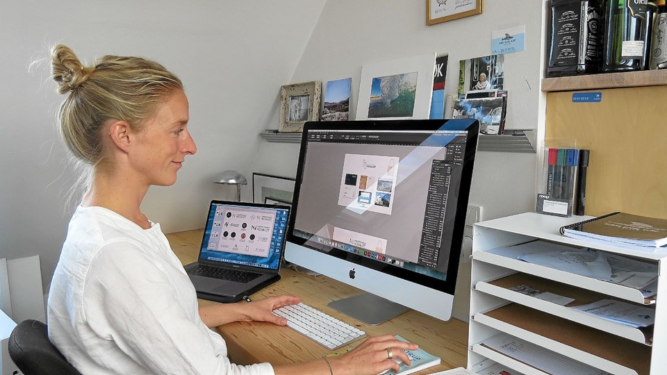 Isabel Maass ved sin arbejdsplads i hjemmet. Foto: Kirsten Olsen