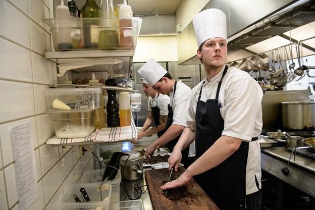 Det var to hold bestående af meget dygtige kokke, der dystede i finalen. Foto: Peter Broen