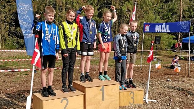 Andrea Svenningsen på sejrsskamlen i D12-klassen. ?Foto: Anne Riis, Rold Skov OK.