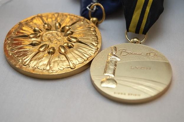 Der var mulighed for at beundre de flotte medaljer. Foto: Henrik Bo © Henrik Bo