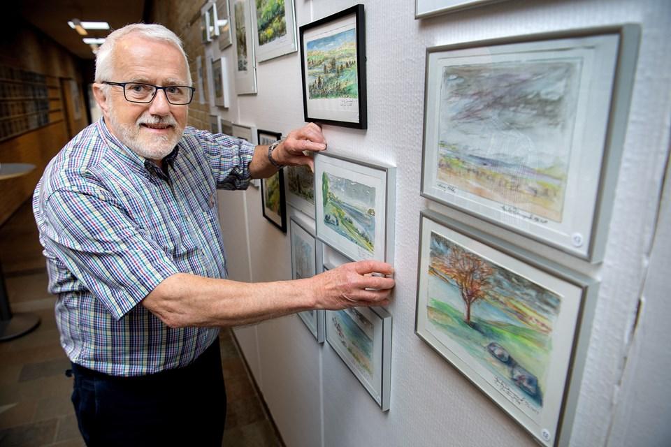 Henrik Damsgaard gik sidste år på pension efter 42 år som underviser i dansk og billedkunst på Mariagerfjord Gymnasium. Nu er han tilbage som udstiller af egne værker.