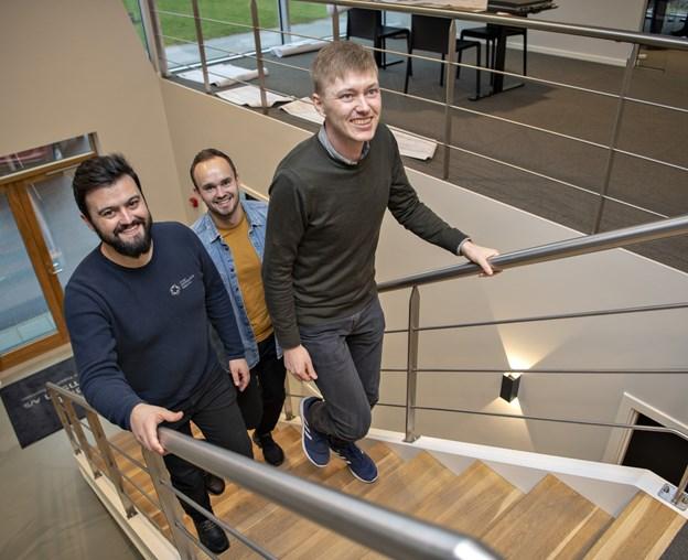 Morten Andersen, Jeppe Østergaard og Morten Givskov tager trappen. Foto: Kurt Bering