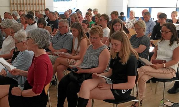 Publikum sang med
