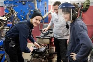 Malene fik topnøglesæt i julegave: Motorlære er en klassiker blandt unge på Mors