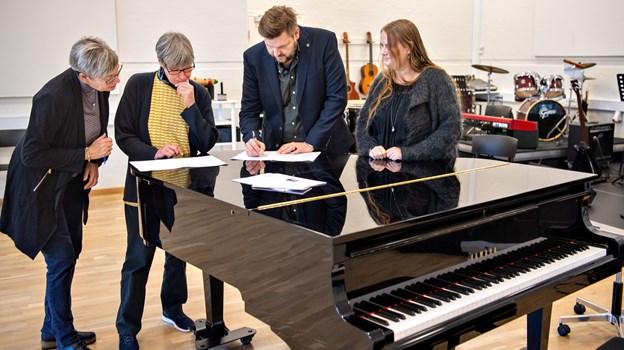 Her besegler gymnasiet og musikskolen partnerskabet, der åbner for en stærk vokalsatsning i Østvendsyssel. Foto: Kim Dahl Hansen
