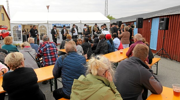 Gerå Engvejs Orkester satte gang i festen, da de gav koncert ved Asaa Havnefestival i lørdags. Foto: Jørgen Ingvardsen