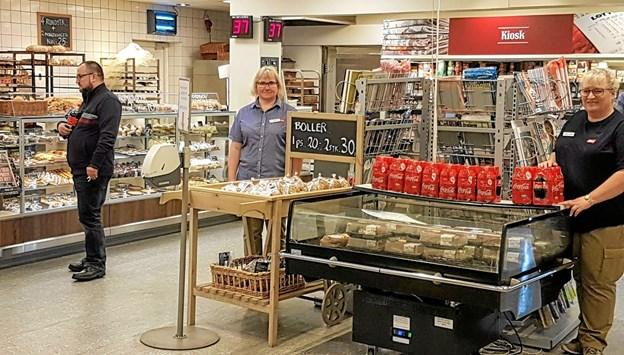 Bageriet udvides og udsalget hedder fremover 'Brødcooperativet'. Merete Larsen og Merete Lyngsø glæder sig til sammen med kollegerne til præsentere et forynget sortiment. Foto: Karl Erik Hansen Karl Erik Hansen