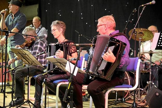Der er skiftende orkestre på scenen. Foto: Flemming Dahl Jensen