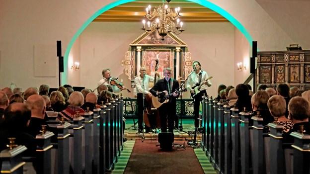 Lendum Kirke var fyldt med et begejstret publikum, der krævede flere ekstranumre af Cash Trioen. Foto: Niels Helver Niels Helver