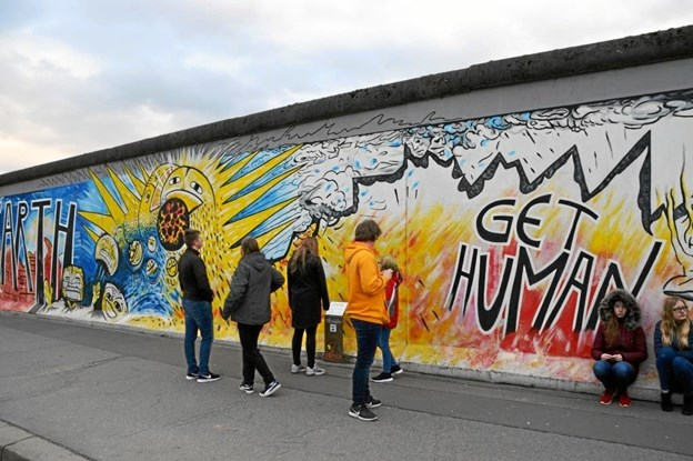 8. og 9. klasse fra Vester Hornum på besøg ved den gamle Berlin-mur. Privatfoto