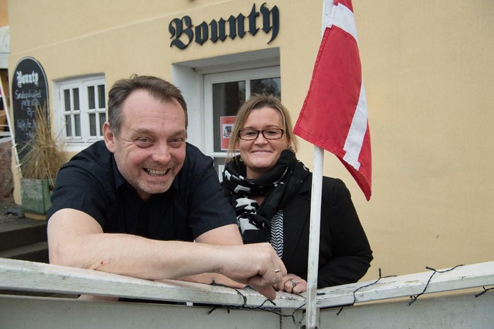 Kristian Kjærgaard Larsen og Pernille Hedegaard holder åbent på Bounty hver dag - i vintermånederne er åbningstiderne på hverdage dog begrænset lidt. Foto: Hans Ravn
