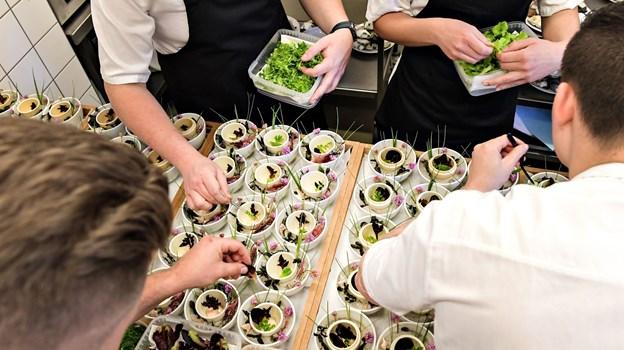Der var travlhed og dyb koncentration i køkkenet på Bryghuset Vendia, der dannede rammen for finalen. Foto: Bent Bach