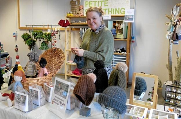 Suzi Rosschou strikkede og hæklede kreative brugsting. Foto: Niels Helver Niels Helver