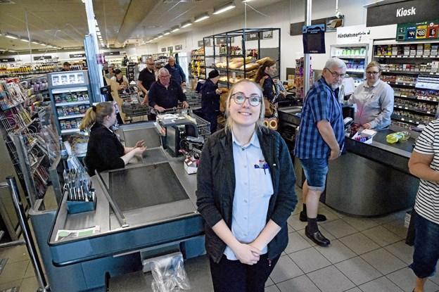 Sara Kloster havde en travl - men herlig åbningsmarkering af butikken på Simons Bakke, som hun er daglig leder for. Foto: Ole Iversen Ole Iversen