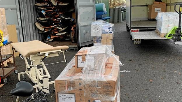 Hospitalsudstyr, bycykler og  andre genbrugsting bliver samlet i containere i Frederikshavn og sendt til Afghanistan. Det har man gjort i tre år. Privatfoto.