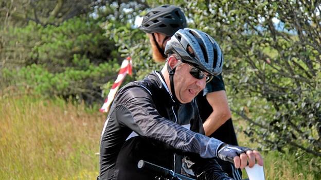 """Også dem på mountainbike skulle lige have """"tanket"""" op. Foto: Hans B. Henriksen Hans B. Henriksen"""