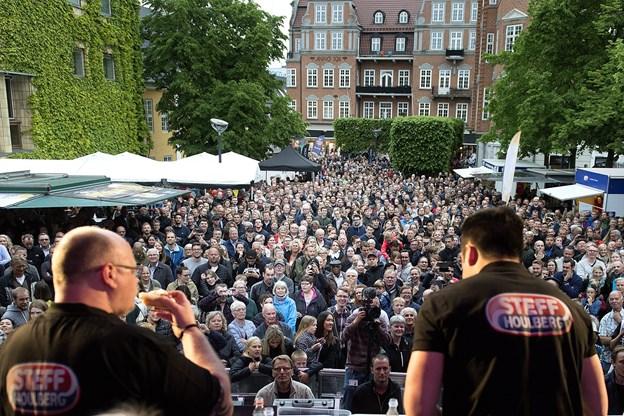 DM i Hotdogspisning er en kæmpe event, som Flemming Thingbak i egenskab af direktør for Aalborg City faciliterer. Foto: Torben Hansen